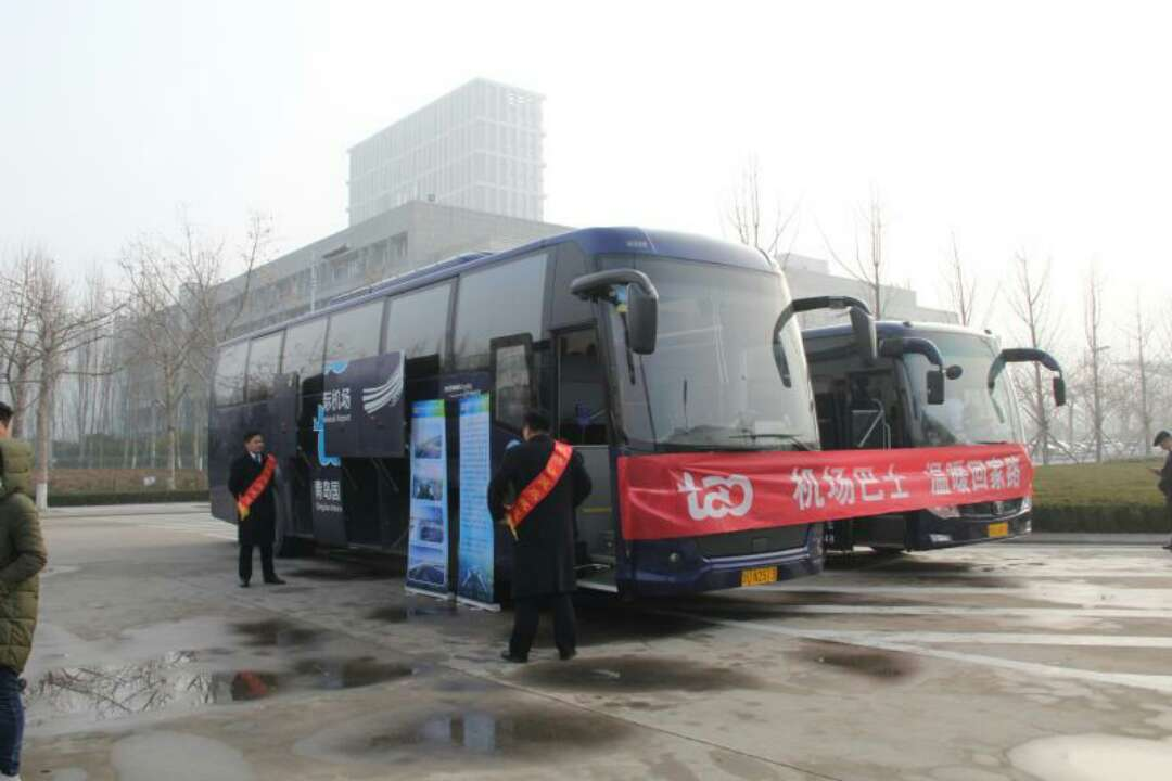 机场巴士温暖回家路 青岛机场启动巴士进校园活动