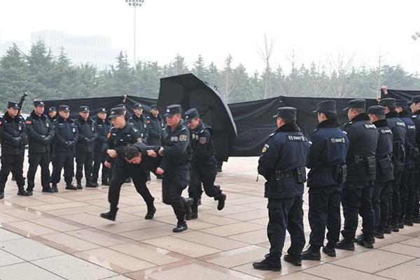 临沂市公安机关举行处置突发性事件实战演练