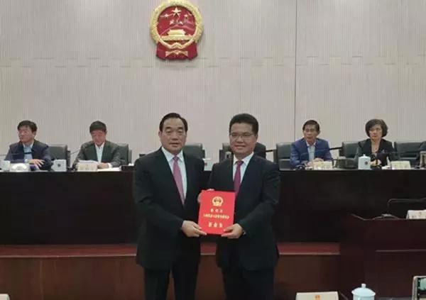 """徐州一副市长担任40小组长引发热议 网友:堪称""""小组长之王"""""""