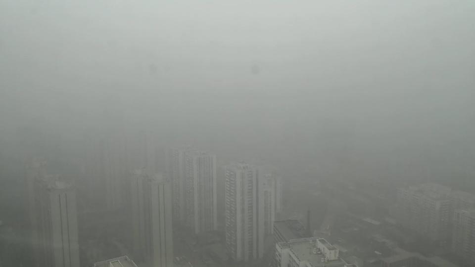107秒丨山东多地大雾弥漫 城市隐没在一片灰蒙蒙中