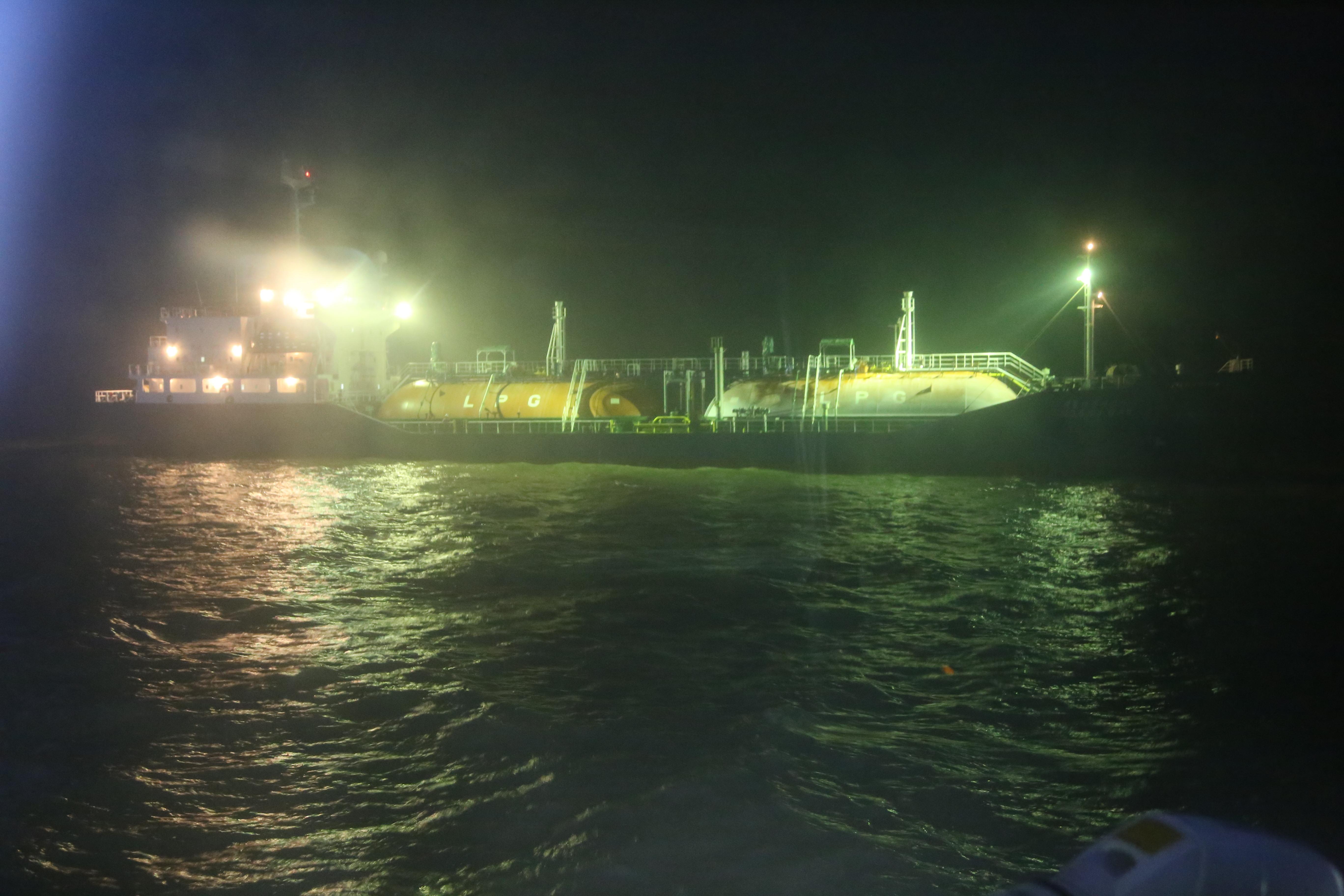 最新!韩国液化气船泄漏封堵成功 险情排除