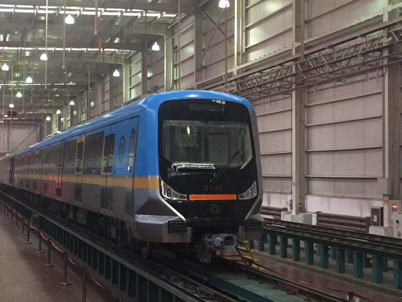 青岛地铁1号线首列车开始调试 初期配备67列车