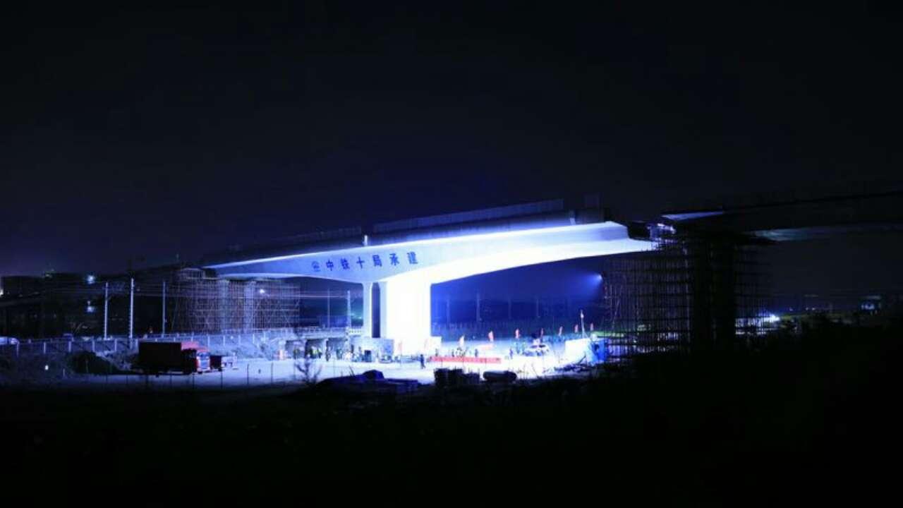 青岛胶东国际新机场南十路转体桥施工精准对接