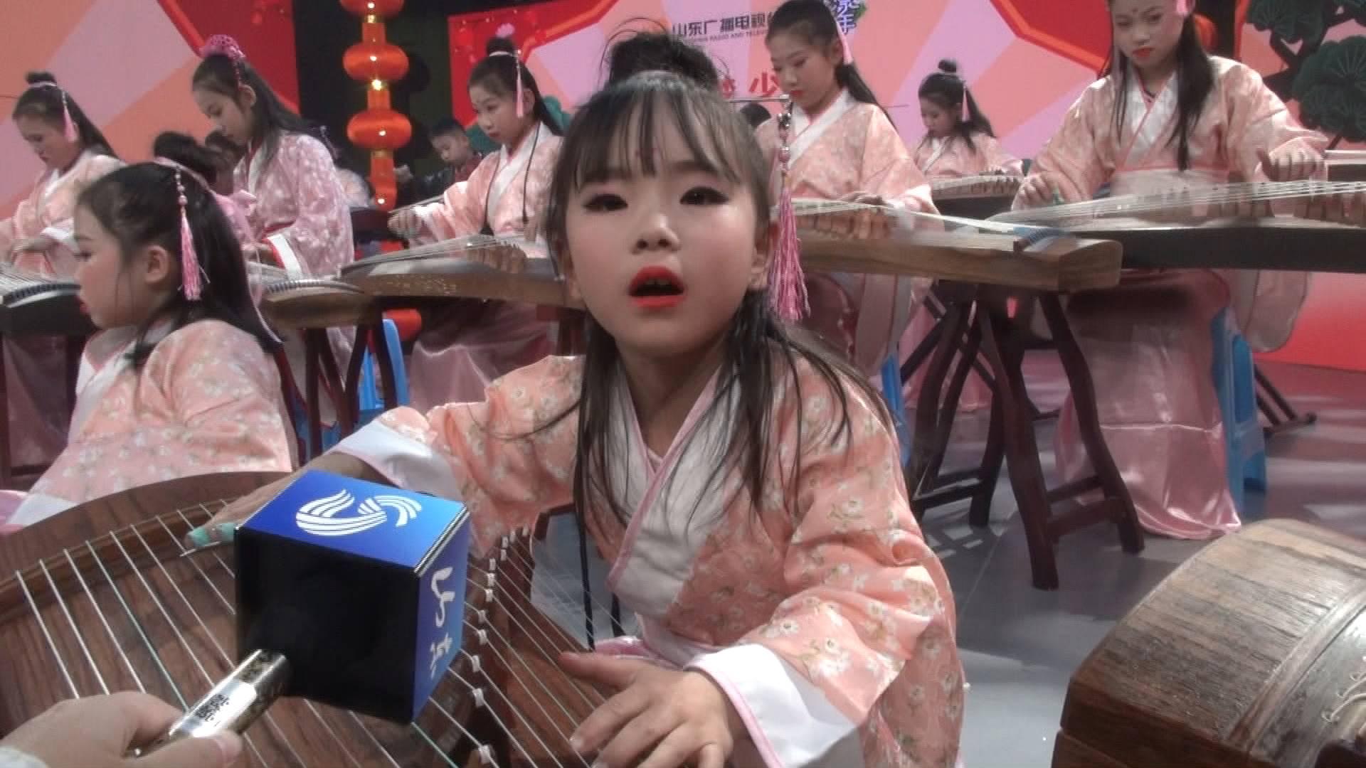 探班山东台少儿春节大联欢 萌娃后台送祝福