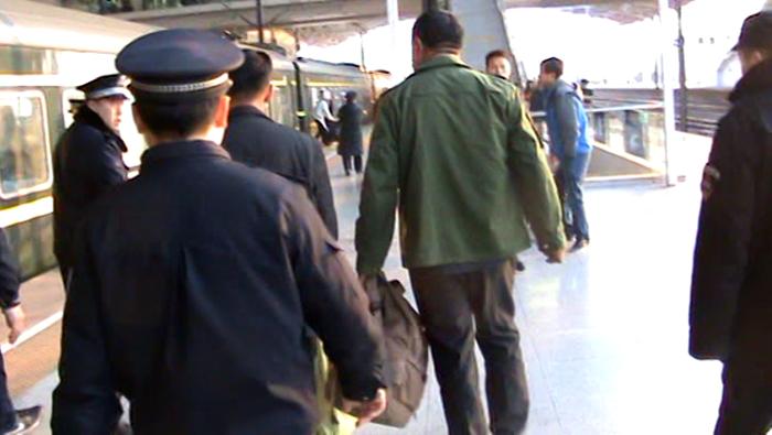 37秒丨买短乘长恶意逃票!济南仨送车司机逃票60次在聊城被抓