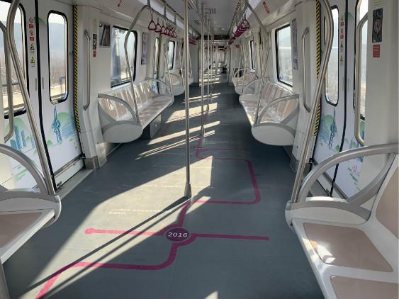 实地探访济南轨道交通1号线 一家三口专门开车到站体验地铁