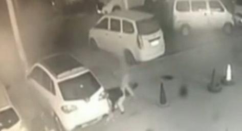 48秒|27万越野车济南一宾馆门口被偷? 监控记录全过程