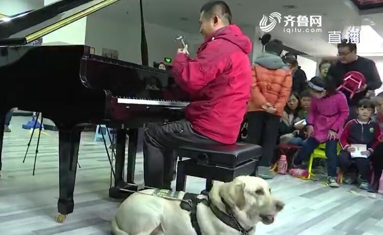 """""""谢谢你,我的奥斯卡!""""盲人钢琴调音师依靠导盲犬活出了自己的精彩"""