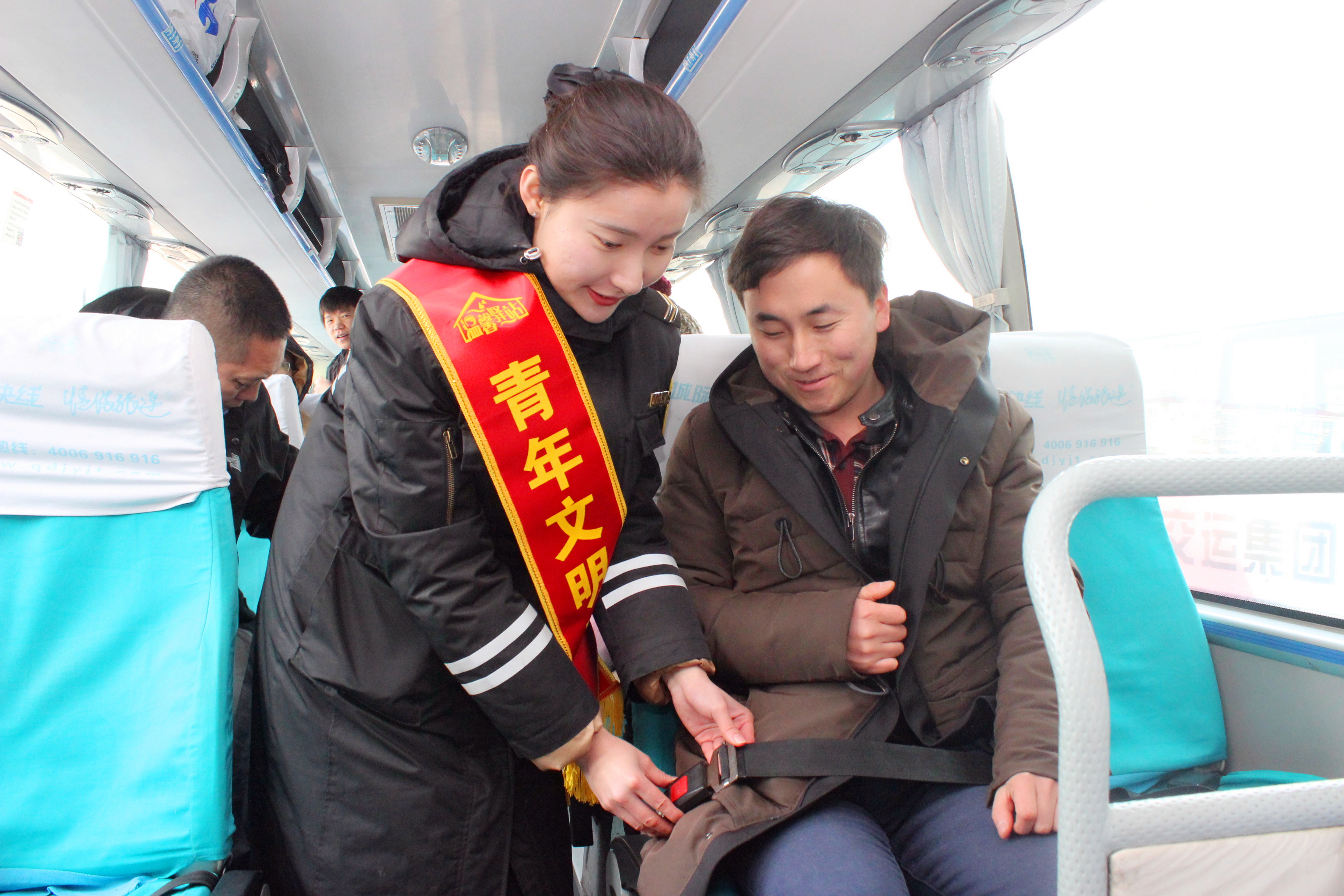"""青岛汽车总站增设""""第一响应人"""" 保障乘客出行安全"""