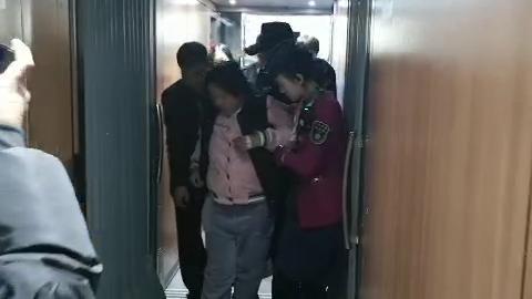 熊猫血孕妇列车上即将临盆 乘务人员多方联系救助
