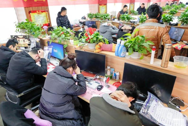 青岛警方摧毁一特大虚假网络诈骗团伙 抓获180多人