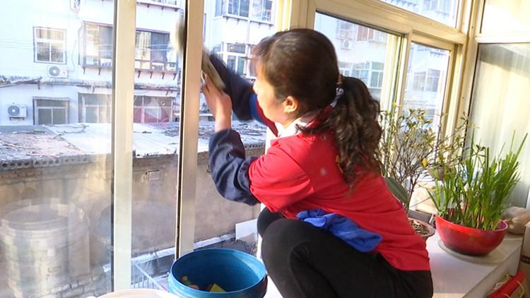 新春走基层丨黄金华的灿烂日子:我愿用心擦亮每扇窗