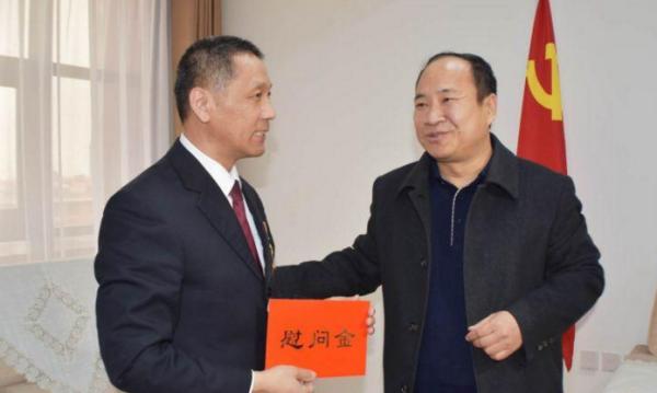 """山东省委宣传部慰问""""齐鲁时代楷模""""黄平亮"""