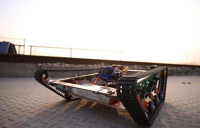 新春走基层|济铁员工自制机器人 能轻松跨过7公分高的角钢