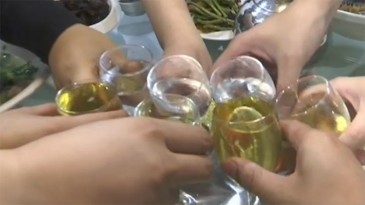 春节聚会饮酒要当心!头孢+酒危害大 易引起副作用