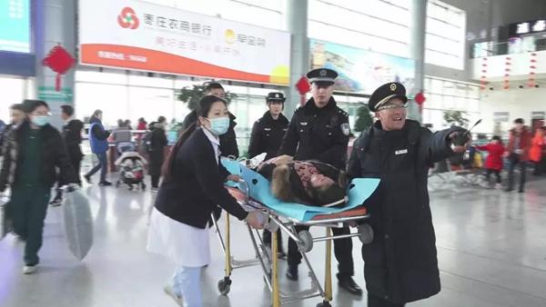 孕妇高铁上突然临产 枣庄高铁站合力救援顺利产下女婴