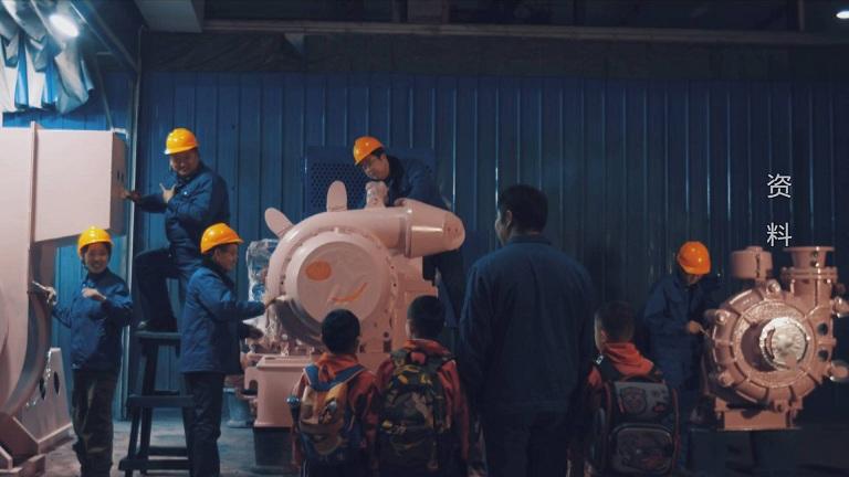 """《爸爸的佩奇》爆红 1.5万斤重的山东版""""鼓风机佩奇""""是这样诞生的"""