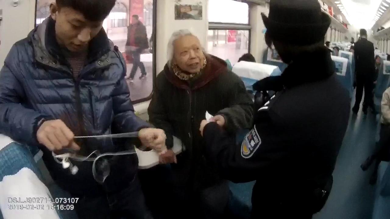 空巢老人从陕西来青探亲迷路 青岛铁警助其返乡回家