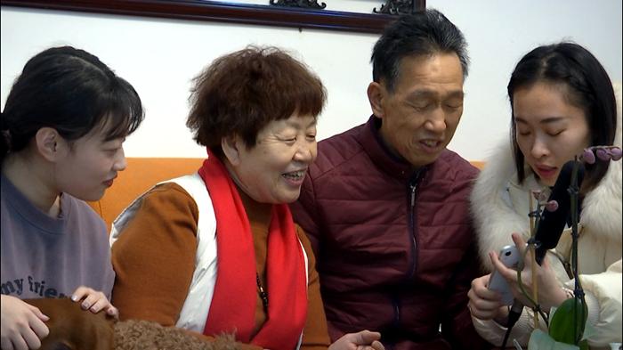 63秒丨新春走基层!聊城这户人家收到来自海外的新年礼物