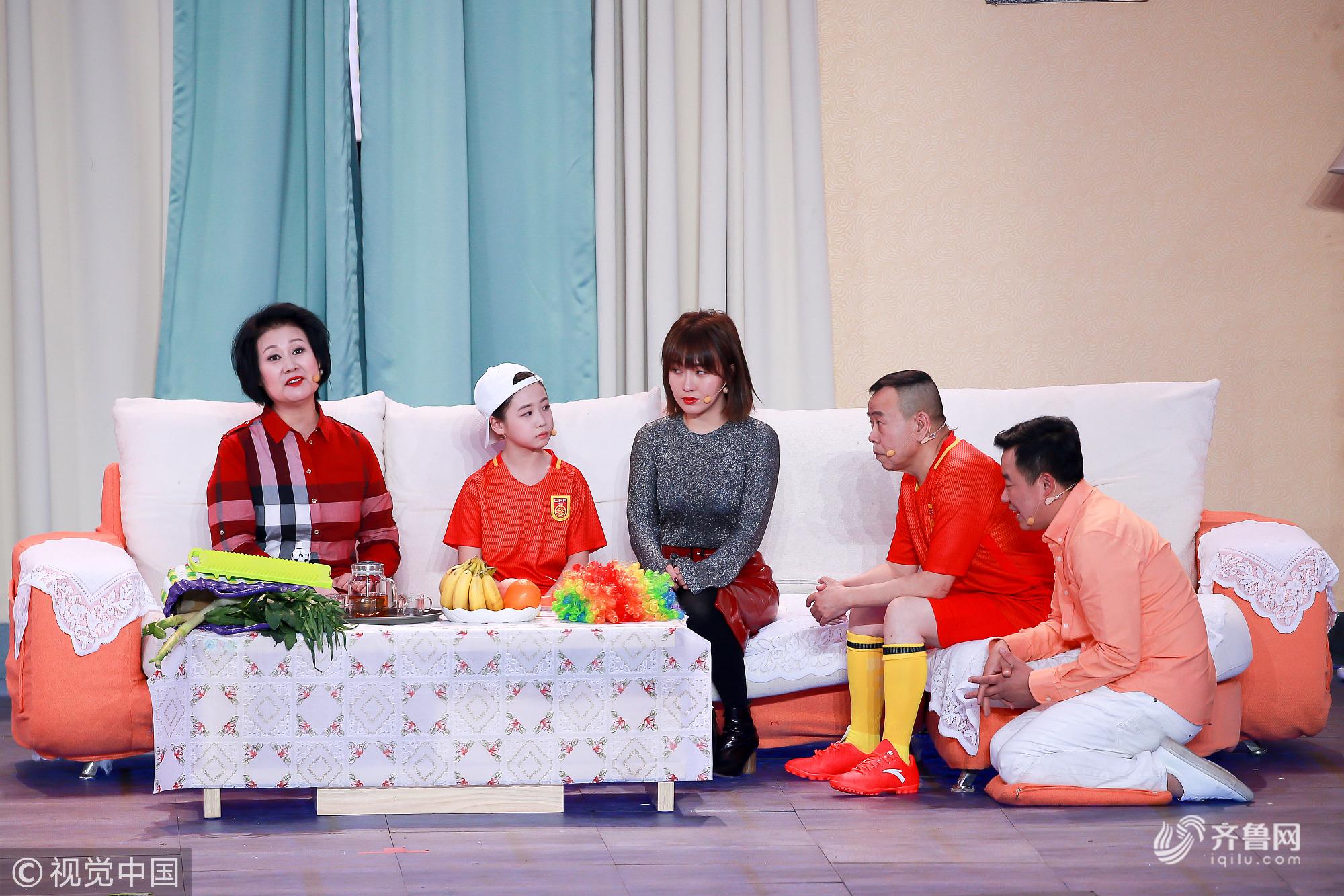 2019央视春晚山东元素可不少 尚大庆、黄晓娟《站台》上演回家过年暖心故事