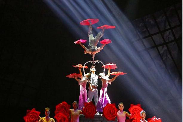 央视春晚上的山东元素|济南市杂技团央视春晚《争奇斗技》
