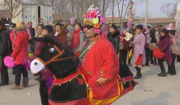 52秒丨德平大秧歌展演迎新春 秧歌队队长:我们要走向更大的舞台