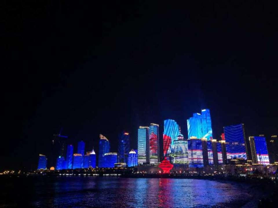 美绝了!城市亮化扮靓岛城新春夜景