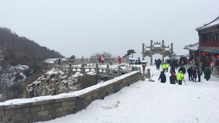 37秒丨泰安再迎降雪,泰山天外村路、桃花峪专线旅行车暂停运营