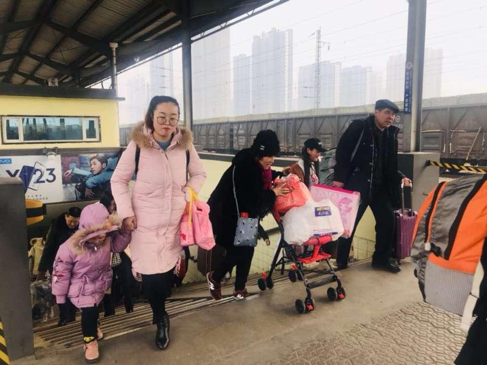 临沂火车站迎返程客流高峰 北京上海方向车票售完济南方向票额紧张