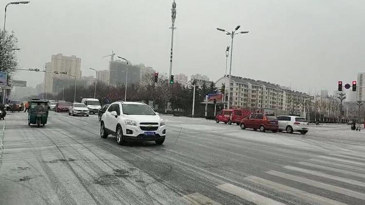 33秒丨临沂发布道路结冰黄色预警 蒙山高架、双岭高架暂时封闭