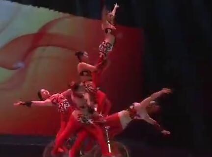 【非遗贺新春】杂技《粉墨》常演不断 古老杂技表演与现代舞台艺术完美融合