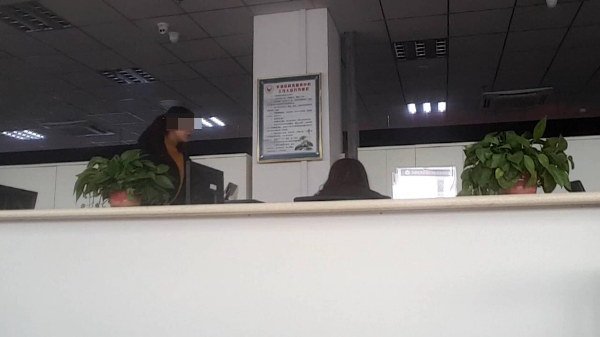 落实之年暗访|开工首日看状态 长清服务窗口部分员工上班闲聊