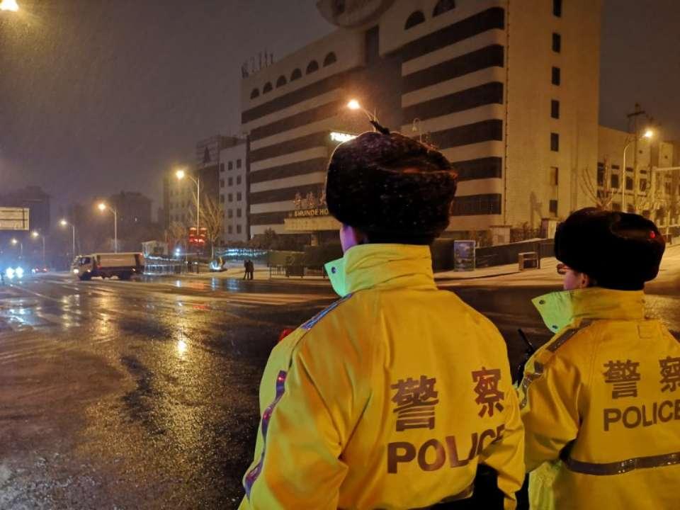 受降雪影响,济南境内高速路口收费站大面积封闭