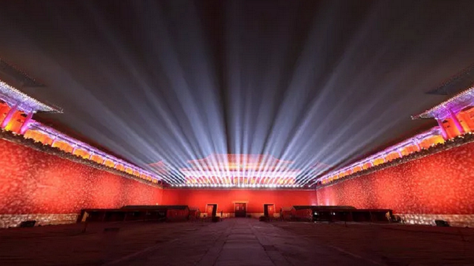74秒丨华灯点亮,夜晚的故宫变成了这样...
