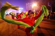 """彩车、秧歌、舞狮都来了 正月十五寿光的""""月下街景""""真美"""