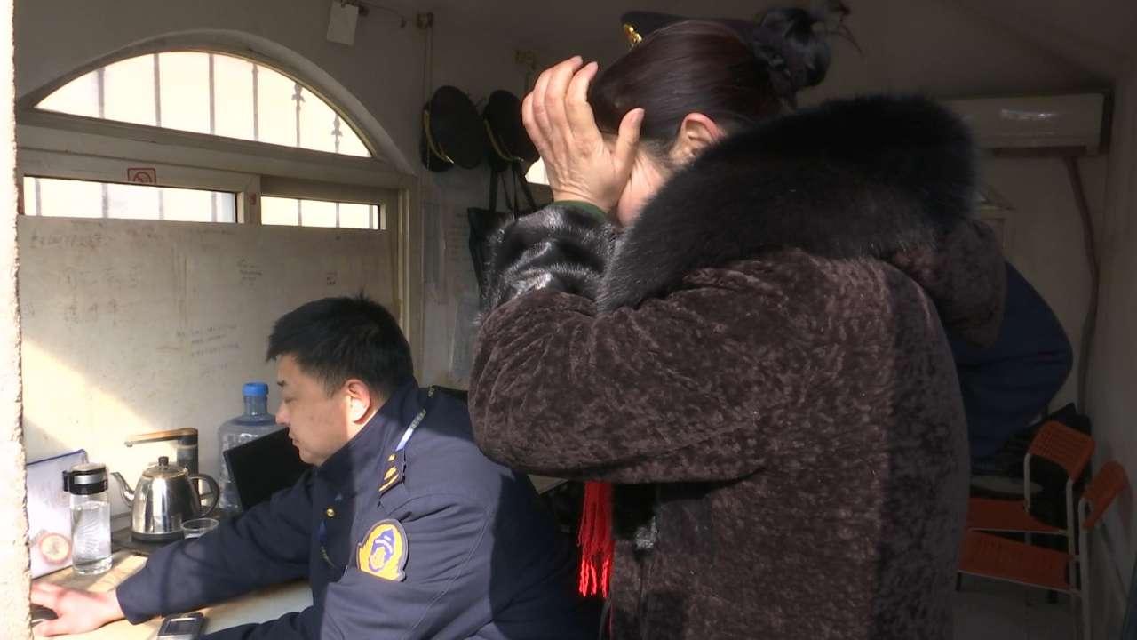 艺考生丢失行李箱 青岛交通执法人员帮找回