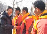 泰安市委书记崔洪刚:努力把挑山工打造为泰山上一道靓丽风景线