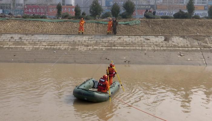 39秒|聊城15岁落水男孩被打捞上岸 已无生命体征
