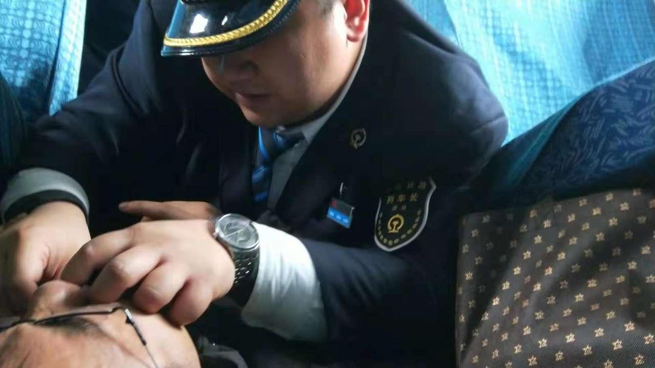 """暖心!旅客突发疾病 青岛至成都列车上演""""生死时速"""""""