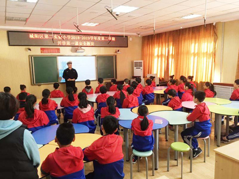 开学第一天:交通安全第一课走进青岛校园