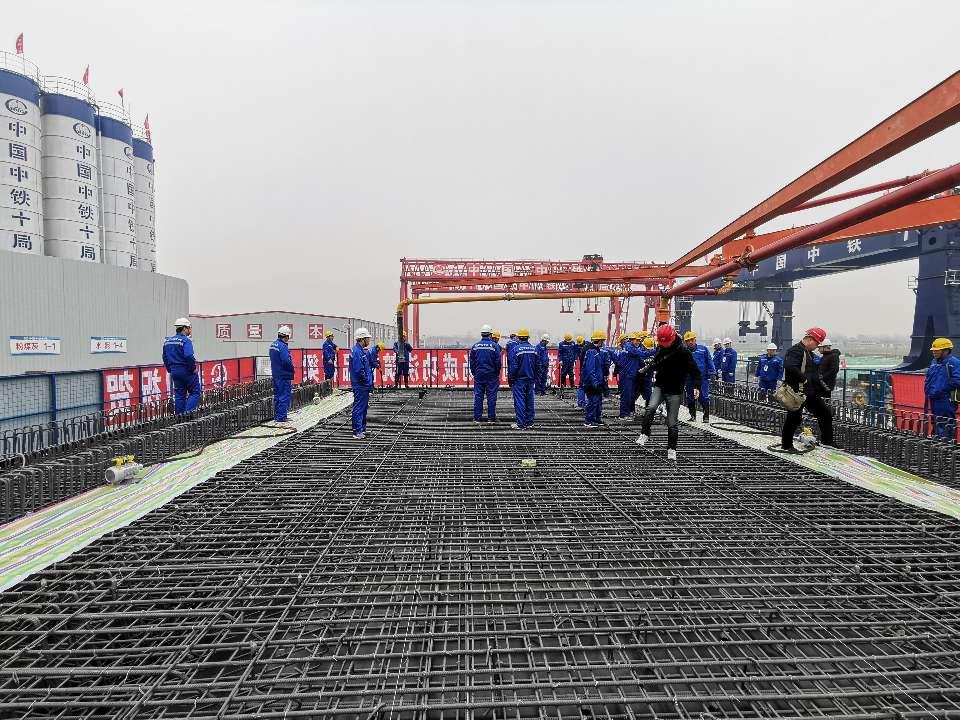 最新消息! 鲁南高铁菏曲段首榀箱梁成功浇筑 耗时6小时