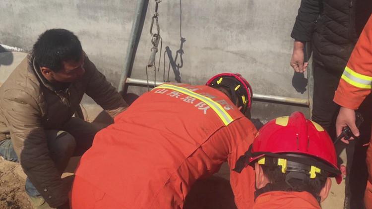 33秒|村民意外掉入6米多深姜井 腰部受伤不能活动