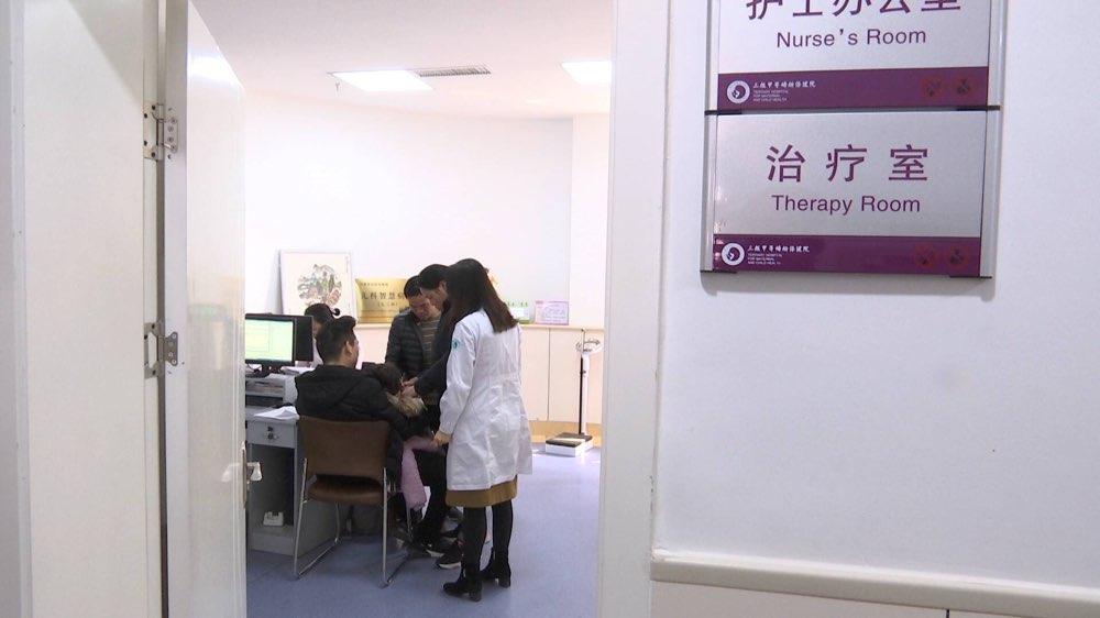 """罕见病调查:10岁女孩""""不食人间烟火"""" 中国发病率十万分之一"""