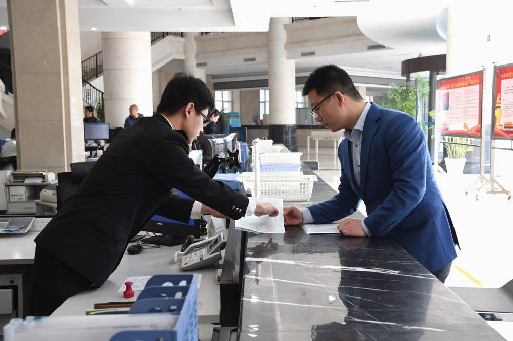 青岛海关签发全国首份新版中智自贸协定原产地证书