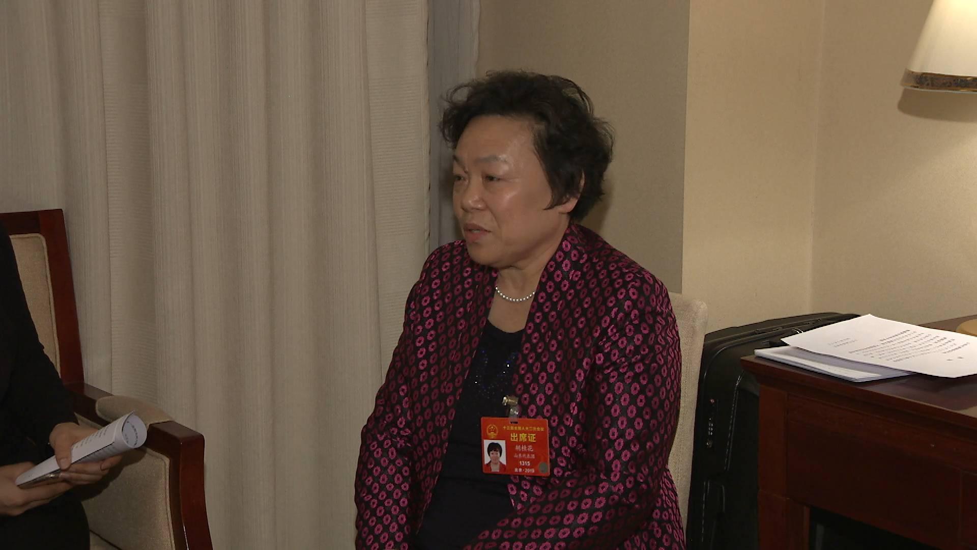 全国人大代表胡桂花:小微企业招收技术工人建议有补贴