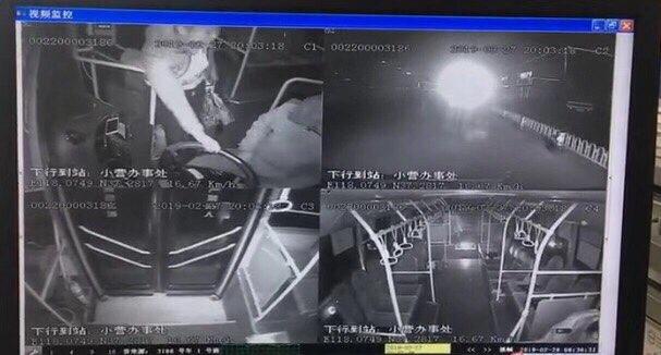 滨州一女子抢夺公交车方向盘,已被刑事立案