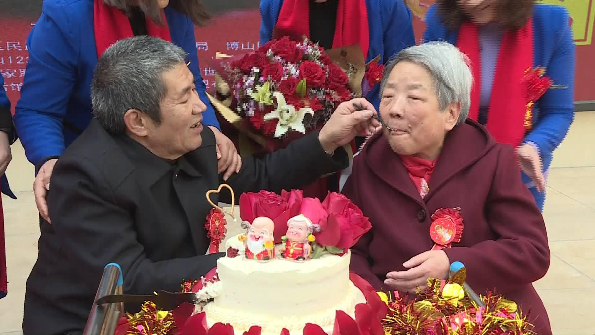 50秒丨相信爱情!淄博64岁大爷追到75岁大娘 大声喊出我爱你