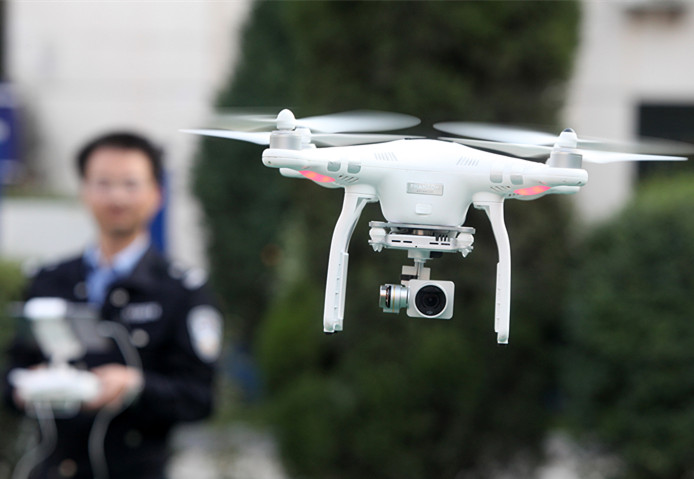 闪电舆论场 无人机执法引争议 高效和隐私该如何平衡