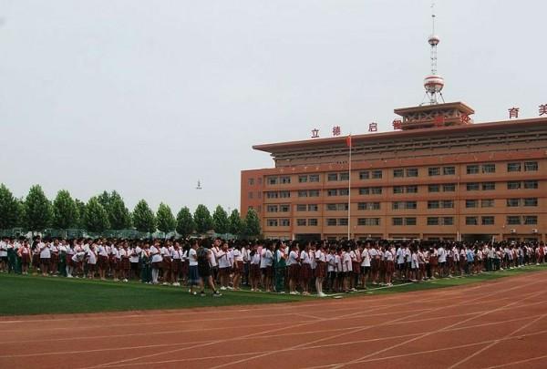 菏泽市牡丹区公开213所中小学最大班额 接受社会监督