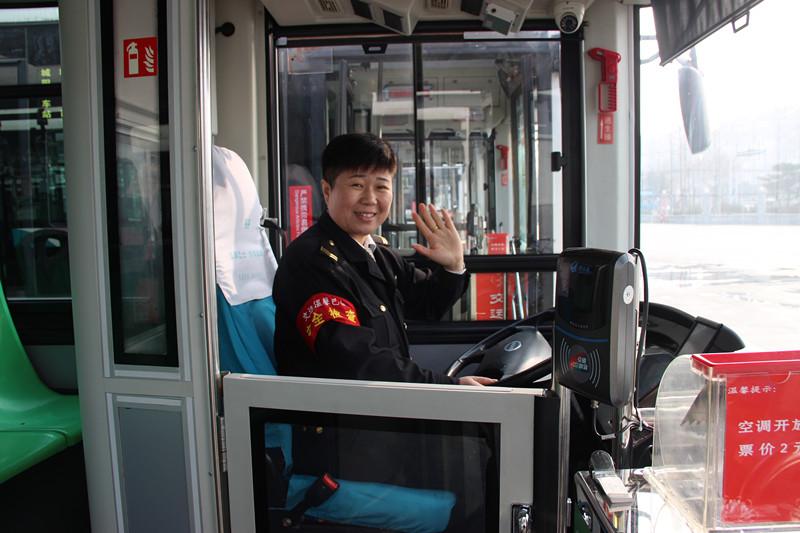 """青岛:进山公交女司机贴心服务""""三八""""节前收到匿名感谢信"""